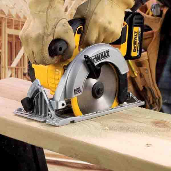 dewalt skil saw. dewalt dwe561- 7-1/4\u2033 circular saw dewalt skil